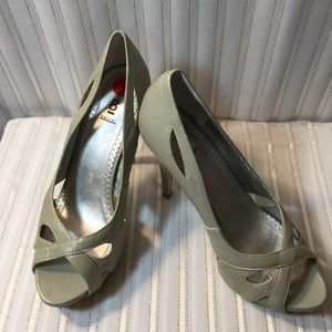 Barkers Brand sz6.5 Gray Leather perp toe heels